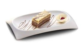 Ελαφρύ επιδόρπιο με την άσπρες και καφετιές σοκολάτα και τη φράουλα Στοκ φωτογραφία με δικαίωμα ελεύθερης χρήσης