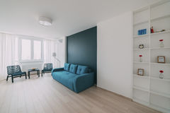 Ελαφρύ εσωτερικό με το δάπεδο σε ένα σύγχρονο διαμέρισμα Στοκ Εικόνες