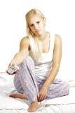 Ελαφρύ θηλυκό πρότυπο τρίχας, που προσέχει televison στοκ φωτογραφία με δικαίωμα ελεύθερης χρήσης