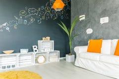 Ελαφρύ καθιστικό με τα κίτρινα εξαρτήματα Στοκ εικόνες με δικαίωμα ελεύθερης χρήσης
