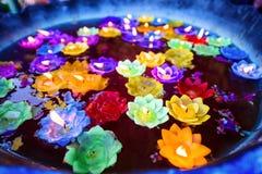 Ελαφρύ να επιπλεύσει κεριών λουλουδιών Στοκ Φωτογραφίες