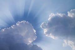 Ελαφρύ πέρασμα μέσω του σύννεφου Στοκ Φωτογραφία
