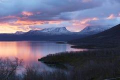 Ελαφρύ πρωί στην άποψη σε Abisko Στοκ Φωτογραφίες