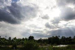 Ελαφρύ σκοτεινό σύννεφο Διανυσματική απεικόνιση