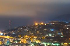 Ελαφρύ τοπίο πόλεων βουνών νύχτας Στοκ εικόνες με δικαίωμα ελεύθερης χρήσης