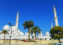 Ε.Α.Ε. Αμπού Νταμπί Το άσπρο μουσουλμανικό τέμενος Στοκ φωτογραφία με δικαίωμα ελεύθερης χρήσης
