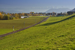 Ελβετικά Άλπεις & x28 Berner Oberland& x29  από το Hill Gurten στοκ εικόνες με δικαίωμα ελεύθερης χρήσης