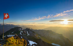 Ελβετικές Άλπεις στο ηλιοβασίλεμα Στοκ φωτογραφία με δικαίωμα ελεύθερης χρήσης