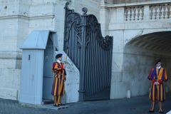 Ελβετικές φρουρές του παπά Στοκ φωτογραφία με δικαίωμα ελεύθερης χρήσης