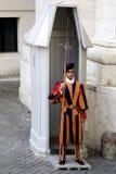 Ελβετικός φύλακας στη πόλη του Βατικανού στοκ φωτογραφίες