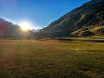 Ελβετικό γήπεδο του γκολφ που ακτινοβολεί την αγνότητα και την ενέργεια Στοκ εικόνες με δικαίωμα ελεύθερης χρήσης