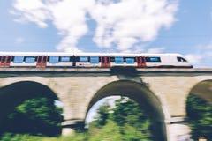 Ελβετικό τραίνο θαμπάδων κινήσεων Στοκ Εικόνα