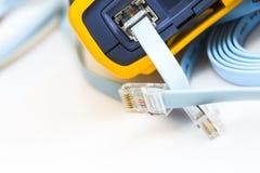 Ελεγκτής καλωδίων δικτύων για RJ45 τους συνδετήρες στοκ εικόνες