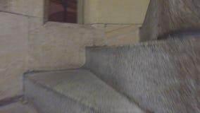 Ελλειπτική μεσαιωνική σκάλα πετρών απόθεμα βίντεο
