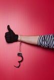 Ελευθερία - χέρι ληστών με τις ξεκλειδωμένες χειροπέδες σε διαθεσιμότητα Στοκ Εικόνες