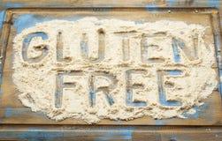 Ελεύθερες λέξεις γλουτένης στο αλεύρι Στοκ φωτογραφία με δικαίωμα ελεύθερης χρήσης