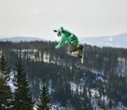 Ελεύθερη κολύμβηση που κάνει σκι σε Szczyrk Χειμώνας Πολωνία στοκ φωτογραφία