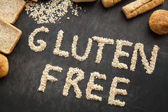Ελεύθερο ψωμί γλουτένης για τους ανθρώπους που πήραν την ειδική διατροφή στοκ εικόνες με δικαίωμα ελεύθερης χρήσης