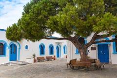 Ελληνικά παραδοσιακά άσπρα και μπλε παράθυρα Στοκ Εικόνα