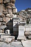 Ελληνικές αρχαίες επιστολές χειρογράφων σε έναν βράχο σε Ephesus, Τουρκία Στοκ Εικόνες