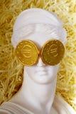 Ελληνική κρίση Η ελληνική θεά Aphrodite με τα ευρο- νομίσματα στο θόριο Στοκ Φωτογραφίες