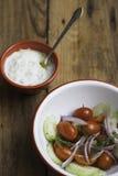 Ελληνική σαλάτα με Tsatsiki Στοκ εικόνα με δικαίωμα ελεύθερης χρήσης