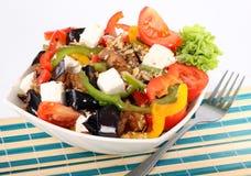 Ελληνική σαλάτα στο πιάτο Στοκ φωτογραφία με δικαίωμα ελεύθερης χρήσης