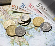 Ελληνικό τοπίο χαρτών, ευρώ και δραχμών Στοκ εικόνα με δικαίωμα ελεύθερης χρήσης