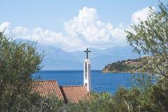 ελληνικό santorini νησιών ia της Ελλάδας εκκλησιών χαρακτηριστικό Στοκ εικόνα με δικαίωμα ελεύθερης χρήσης
