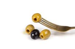 Ελιές, κίτρινη ελιά, μαύρες ελιές, ελιές για τη σαλάτα, ελιές στο πετρέλαιο Στοκ Εικόνες