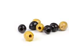 Ελιές, κίτρινη ελιά, μαύρες ελιές, ελιές για τη σαλάτα, ελιές στο πετρέλαιο Στοκ φωτογραφία με δικαίωμα ελεύθερης χρήσης