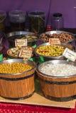 Ελιές και φρέσκα κρεμμύδια Στοκ Εικόνα