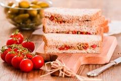 Ελιές τόνου και σάντουιτς ντοματών Στοκ φωτογραφίες με δικαίωμα ελεύθερης χρήσης