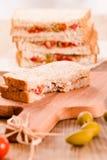 Ελιές τόνου και σάντουιτς ντοματών Στοκ Φωτογραφία