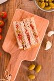 Ελιές τόνου και σάντουιτς ντοματών Στοκ Φωτογραφίες