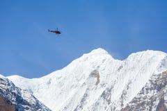 Ελικόπτερο διάσωσης στα υψηλά βουνά Himalayan Στοκ φωτογραφίες με δικαίωμα ελεύθερης χρήσης
