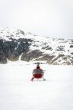Ελικόπτερο που προσγειώνεται στον παγετώνα Στοκ Εικόνα