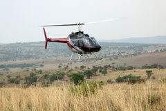 Ελικόπτερο που χρησιμοποιείται για να εκτινάξει τα ζώα από τον αέρα Στοκ εικόνα με δικαίωμα ελεύθερης χρήσης