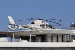 Ελικόπτερο σε ένα γιοτ πολυτέλειας Στοκ εικόνες με δικαίωμα ελεύθερης χρήσης