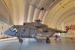 Ελικόπτερο σε ένα διογκώσιμο υπόστεγο Στοκ Εικόνες