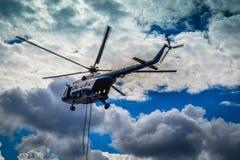 Ελικόπτερο στον ουρανό Στοκ Φωτογραφίες