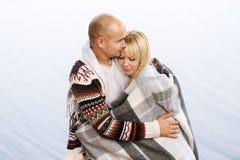 ελκυστικές νεολαίες αγάπης ζευγών Στοκ εικόνα με δικαίωμα ελεύθερης χρήσης