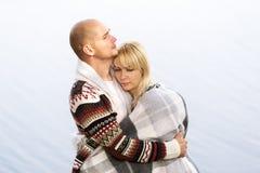 ελκυστικές νεολαίες αγάπης ζευγών Στοκ φωτογραφία με δικαίωμα ελεύθερης χρήσης