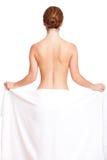 Ελκυστική γυναίκα brunette που καλύπτεται μόνο από μια πετσέτα Στοκ εικόνα με δικαίωμα ελεύθερης χρήσης