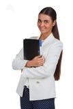 Ελκυστική εύθυμη επιχειρηματίας με το φάκελλο Στοκ φωτογραφία με δικαίωμα ελεύθερης χρήσης