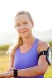 Ελκυστική νέα αθλητική γυναίκα υπαίθρια Στοκ Εικόνες