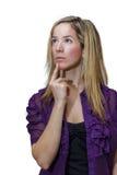 Ελκυστική νέα γυναίκα που κοιτάζει μακρυά από τη κάμερα, που σκέφτεται για Στοκ Εικόνες