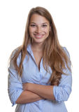 Ελκυστική νέα επιχειρηματίας με τα μακριά ξανθά μαλλιά Στοκ Φωτογραφίες