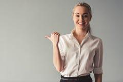 Ελκυστική νέα επιχειρησιακή κυρία Στοκ Φωτογραφία