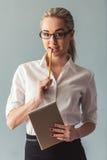 Ελκυστική νέα επιχειρησιακή κυρία Στοκ φωτογραφία με δικαίωμα ελεύθερης χρήσης